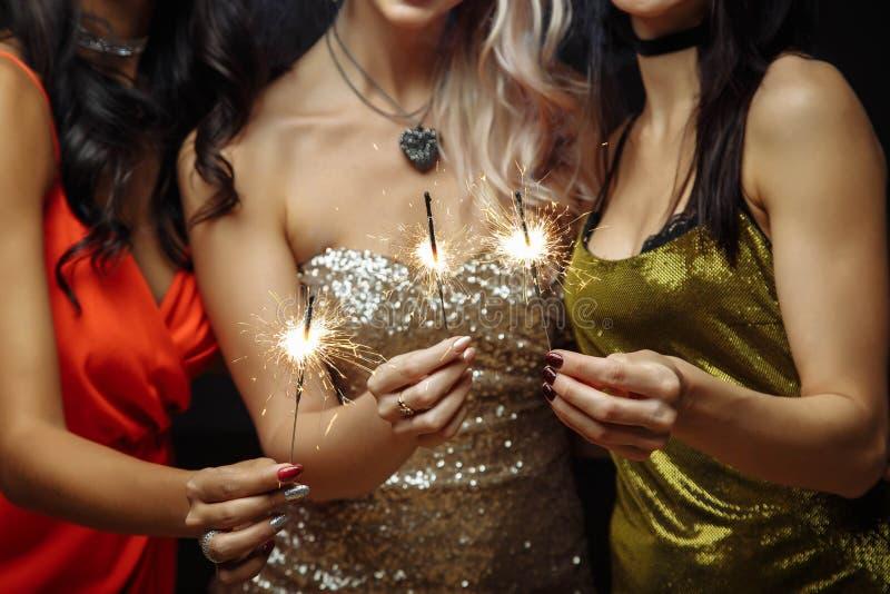 Женские друзья имея потеху на торжестве стоковая фотография rf