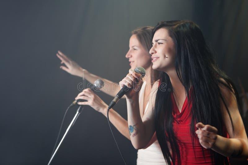 Женские певицы стоковые фотографии rf