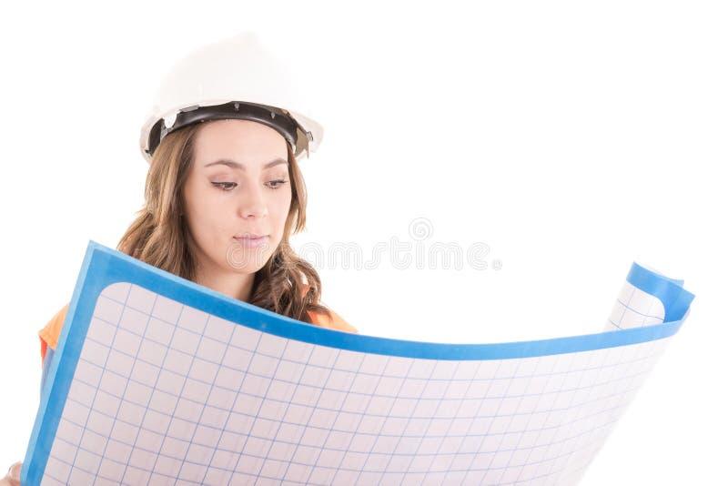 Женские светокопии чтения рабочий-строителя стоковые изображения rf