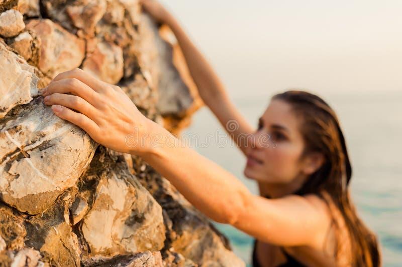 Женский альпинист стоковая фотография rf