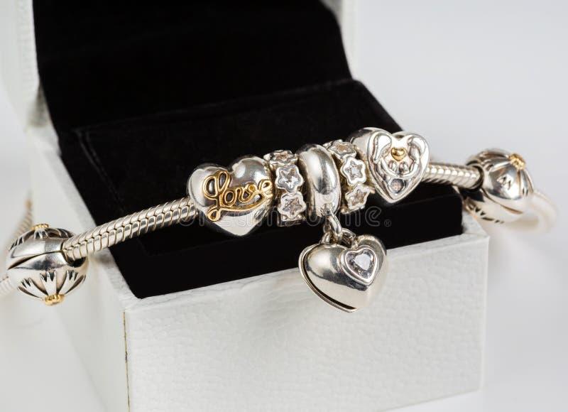 Женский браслет, ювелирные изделия стоковое фото