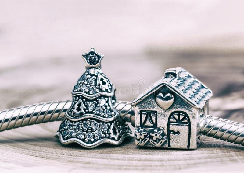Женский браслет, ювелирные изделия стоковые фотографии rf