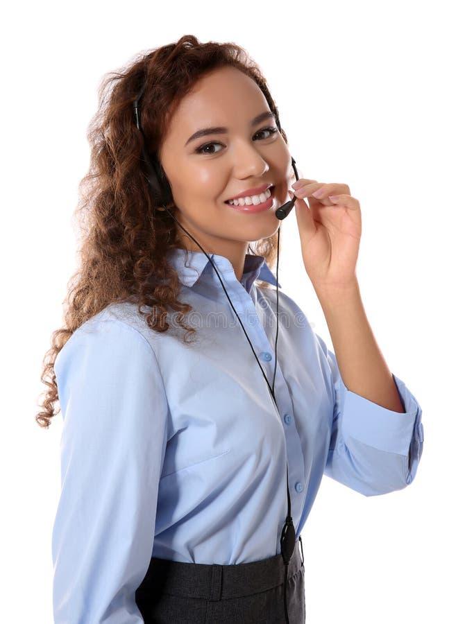 Женский диспетчер центра телефонного обслуживания службы технической поддержки на белой предпосылке стоковое фото
