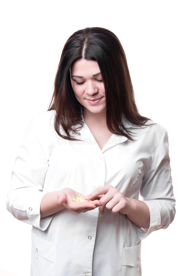 Женский доктор держа лекарство изолированный стоковая фотография