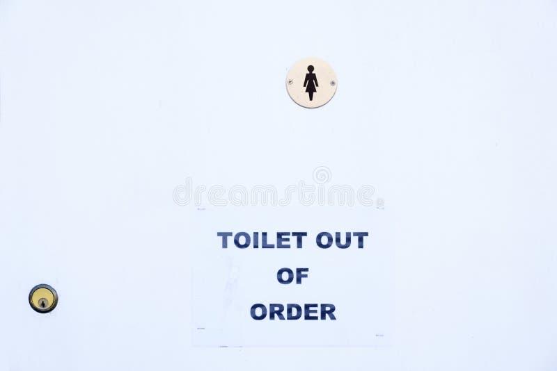 Женский знак туалета из заказа сломленного стоковые изображения rf