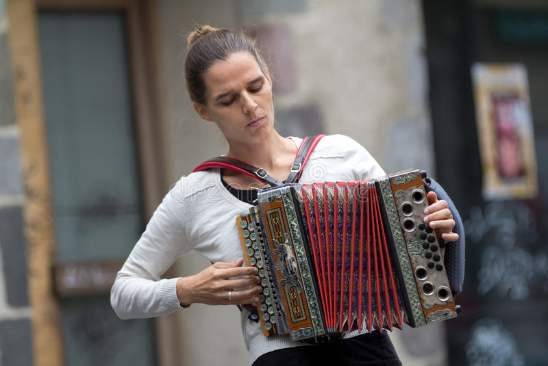 Женский игрок accordeon. стоковое фото