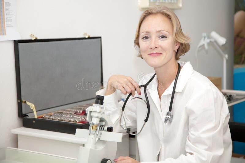 женский медицинский профессионал стоковые изображения rf