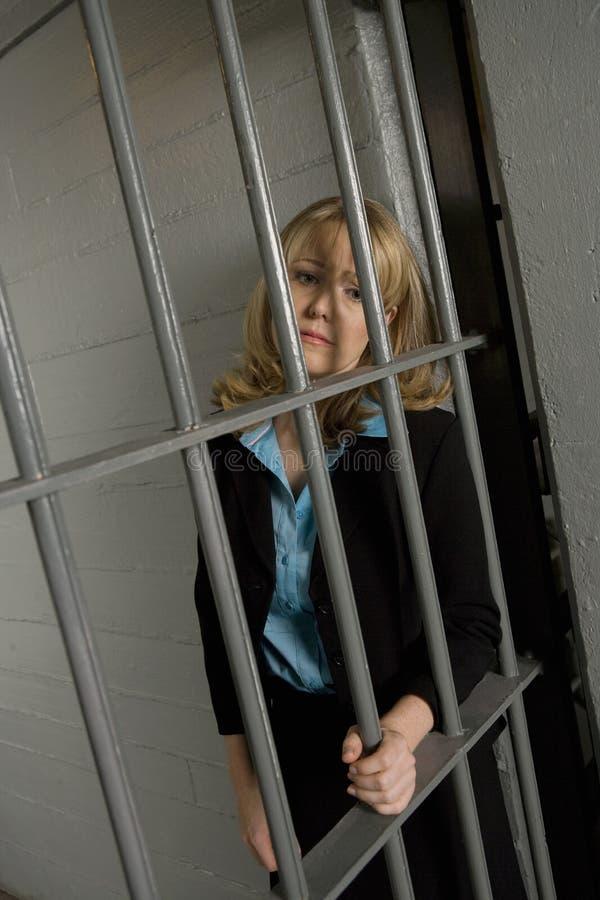 Женский преступник в тюрьме стоковые фотографии rf