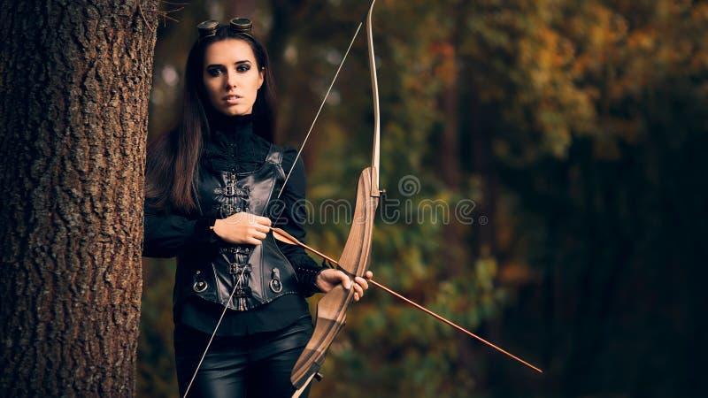 Женский ратник лучника в костюме с луком и стрелы стоковое изображение