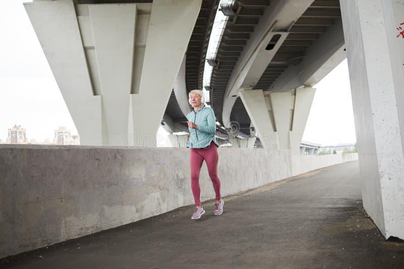 Женский спринтер стоковое изображение