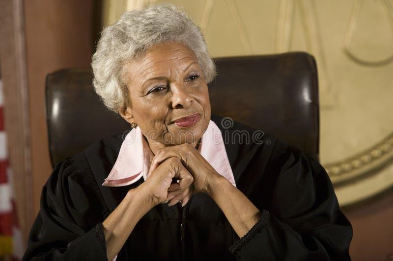 Женский усмехаться судьи стоковое изображение