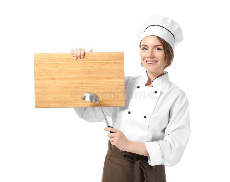 Женский шеф-повар с пустой деревянной доской стоковая фотография rf