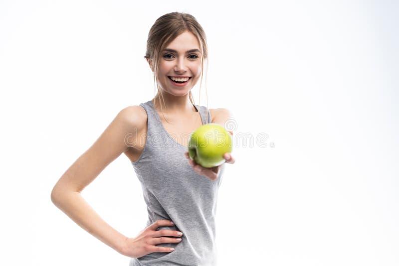 Женское яблоко удерживания модели фитнеса Здоровый съешьте и резвитесь концепцию стоковые изображения rf