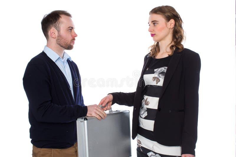 Женщина дает портфель молодого человека стоковая фотография rf