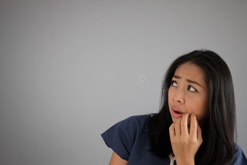 Женщина азиата страха стоковое фото