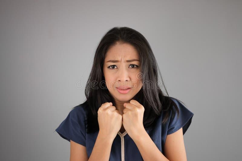 Женщина азиата страха стоковое изображение