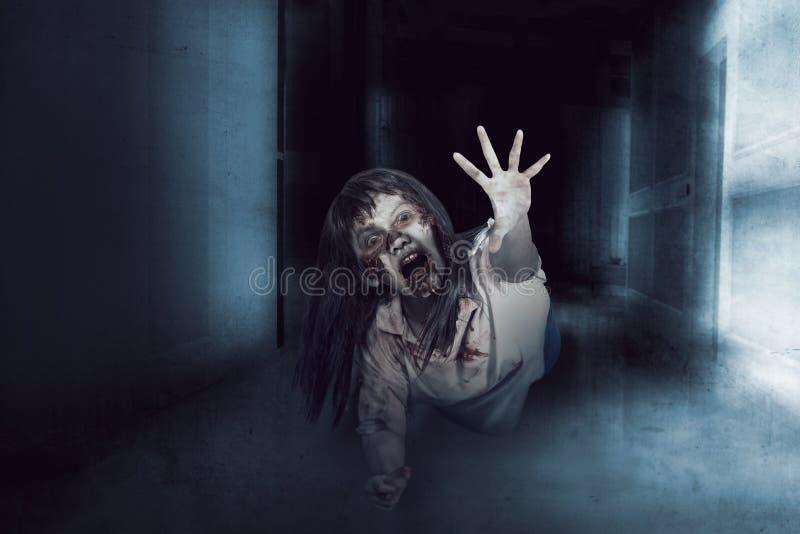 Женщина азиатского зомби уродская стоковые изображения