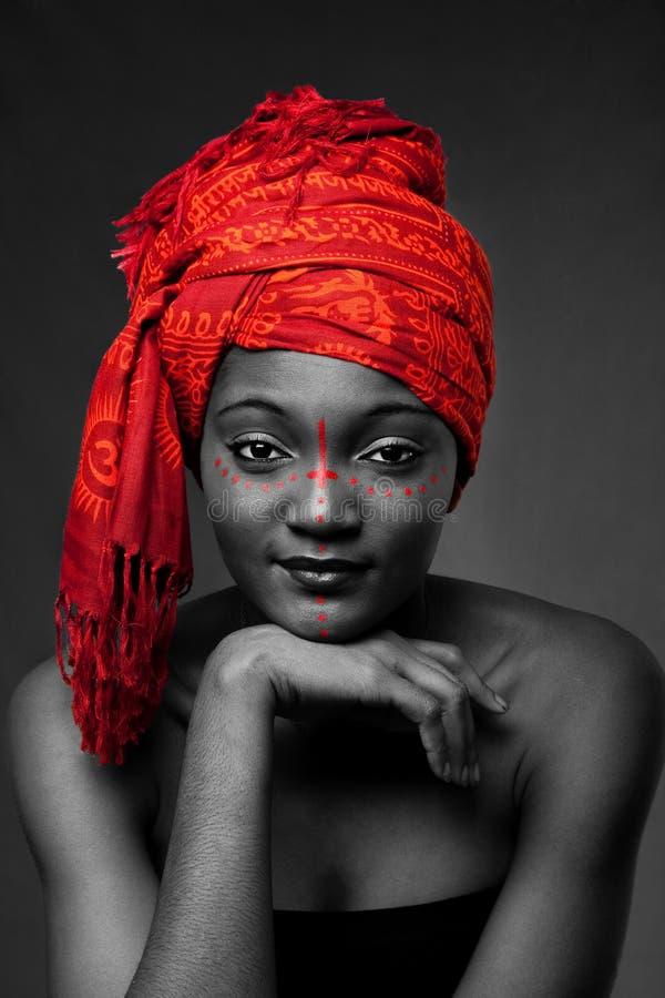 женщина африканского headwrap соплеменная стоковые фотографии rf