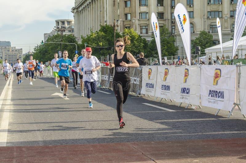 Женщина бегуна на финишной черте стоковые фотографии rf