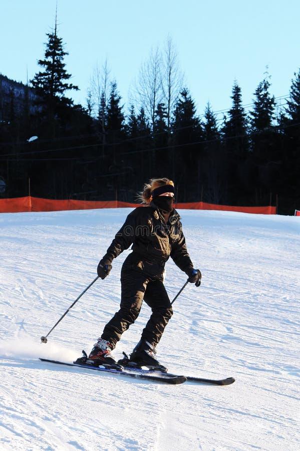 женщина более skiier стоковые изображения rf
