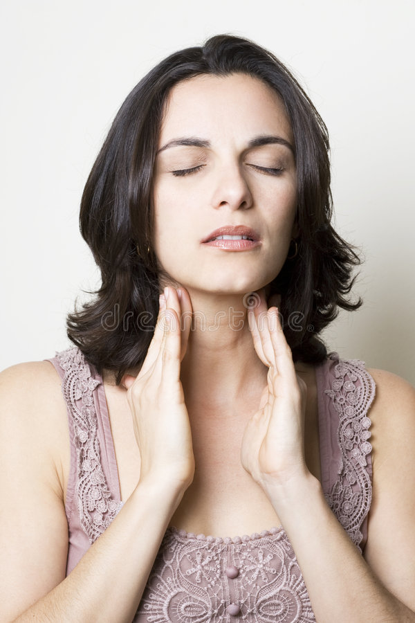 женщина боли в горле стоковая фотография rf