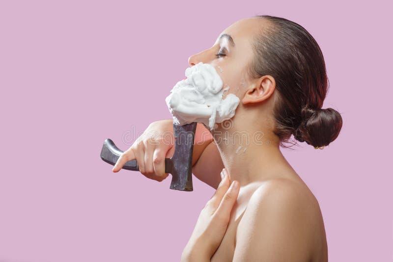 Женщина брея сторону стоковые фотографии rf
