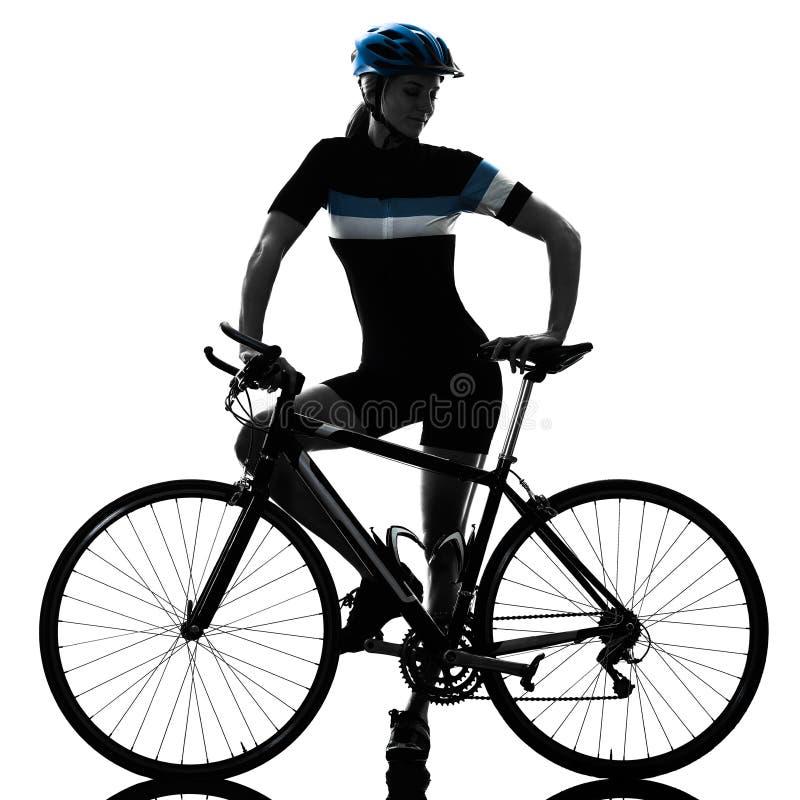 Женщина велосипеда катания велосипедиста задействуя изолировала белую предпосылку s стоковое фото rf