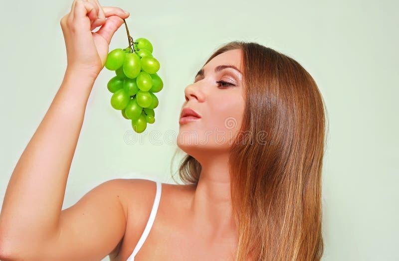 женщина виноградины стоковая фотография rf