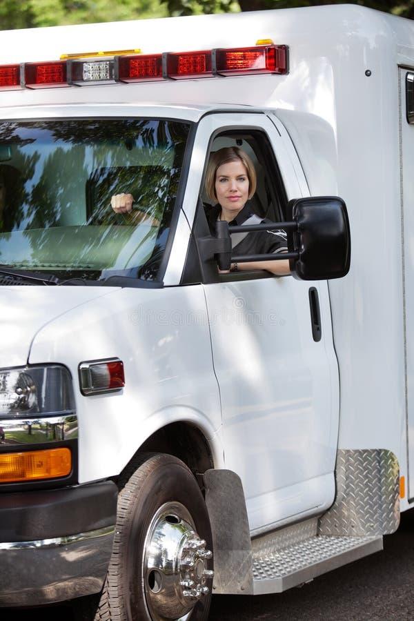 женщина водителя машины скорой помощи стоковые фото