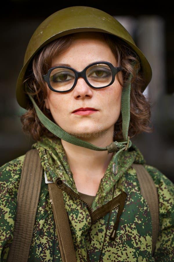 женщина военной формы стоковое фото rf