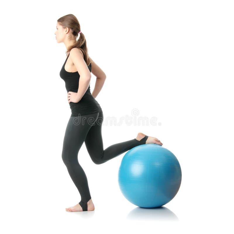 женщина времени пригодности шарика стоковое фото rf