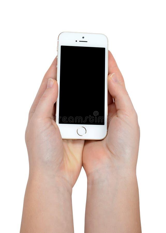 Женщина вручает держать iPhone 5S Яблока умный телефон стоковое изображение
