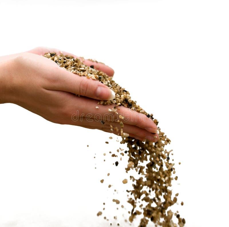 женщина вручает песок стоковое изображение rf