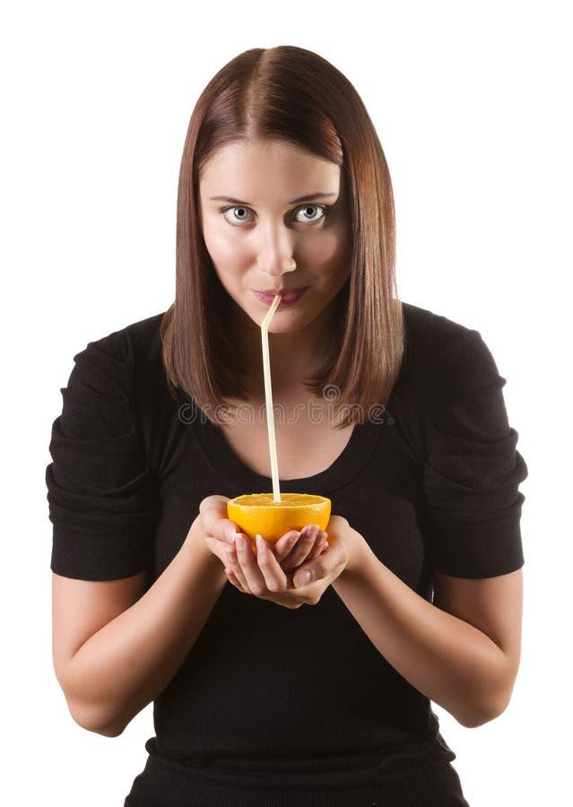 Download Женщина выпивая апельсиновый сок Стоковое Фото - изображение насчитывающей еда, девушка: 33731502
