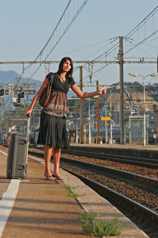 Женщина выходя на путешествие стоковая фотография rf