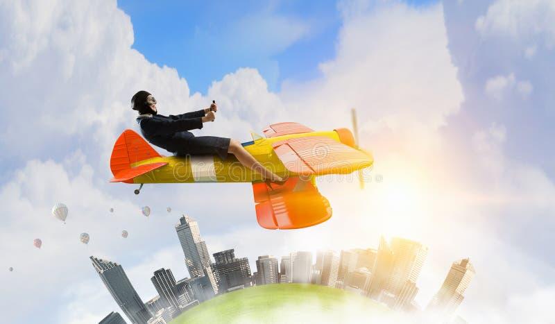 Download Женщина в вычерченном самолете Мультимедиа Стоковое Фото - изображение насчитывающей пилот, старо: 81808188