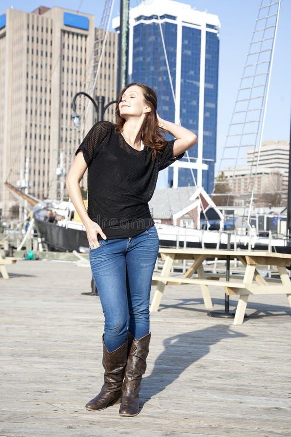 Женщина в гавани Halifax стоковая фотография rf