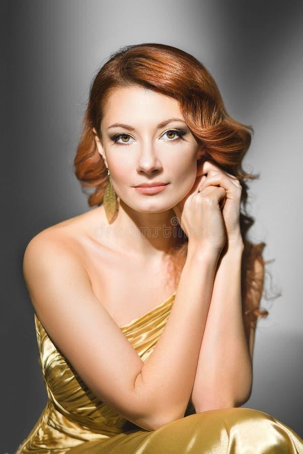 Женщина в золоте стоковые фото