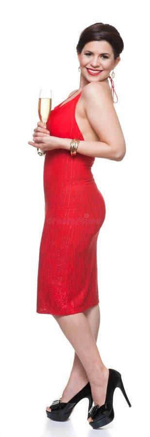 Женщина в красном платье с стеклом, белой предпосылкой стоковое фото