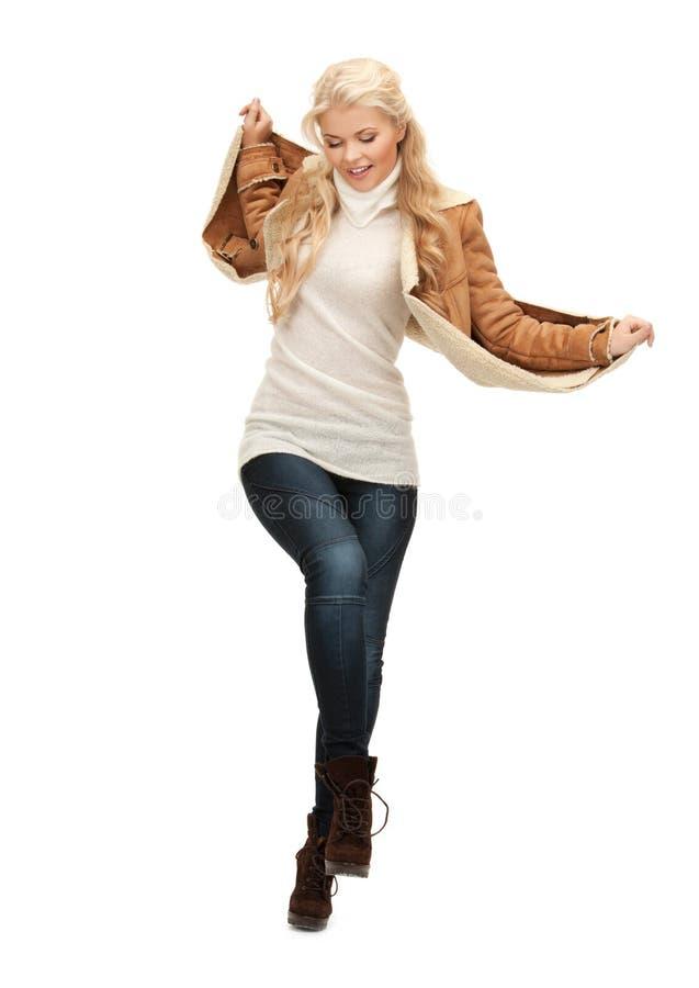 Женщина в куртке овчины стоковое фото rf