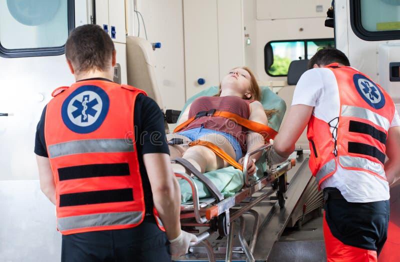 Женщина в машине скорой помощи стоковая фотография rf