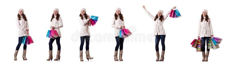 Женщина в одежде зимы делая покупки рождества стоковая фотография