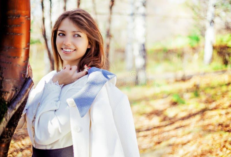 Женщина в парке стоковые фото