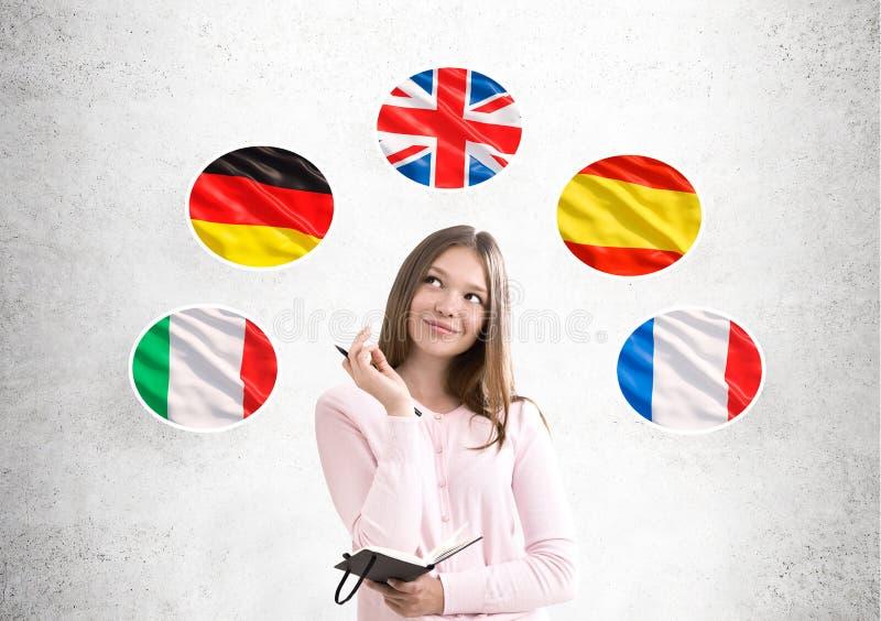 Женщина в пинке и флагах страны стоковое изображение rf