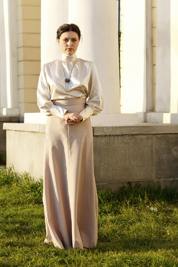 Женщина в платье сбора винограда стоковые изображения rf