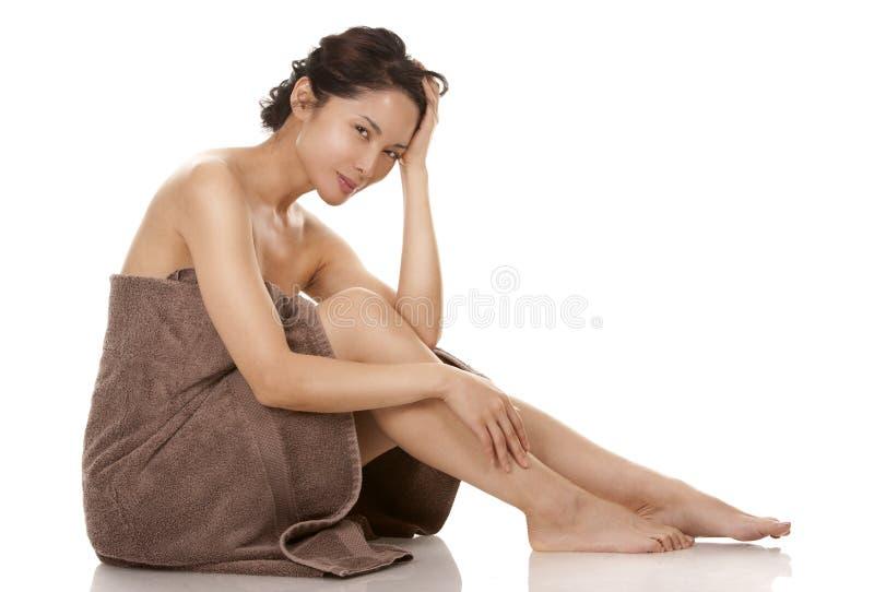 Женщина в полотенце стоковая фотография rf