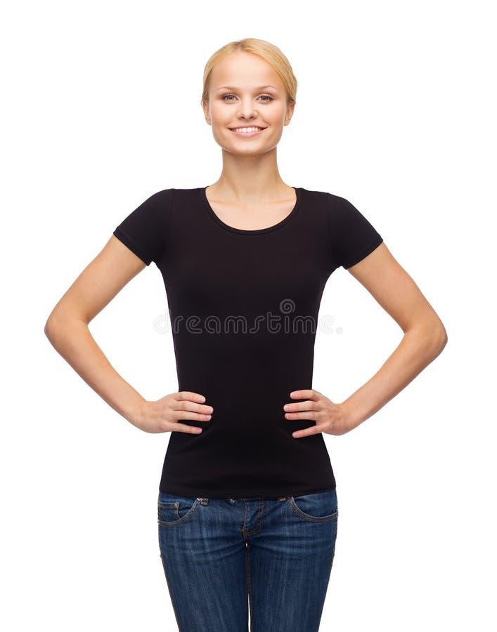 Женщина в пустой черной футболке стоковые фотографии rf