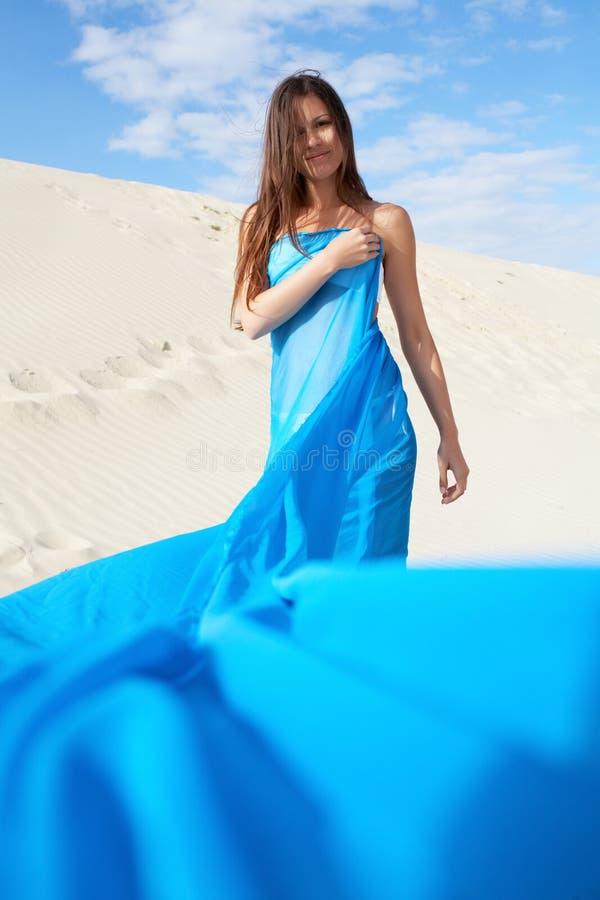 Женщина в сини стоковые фото