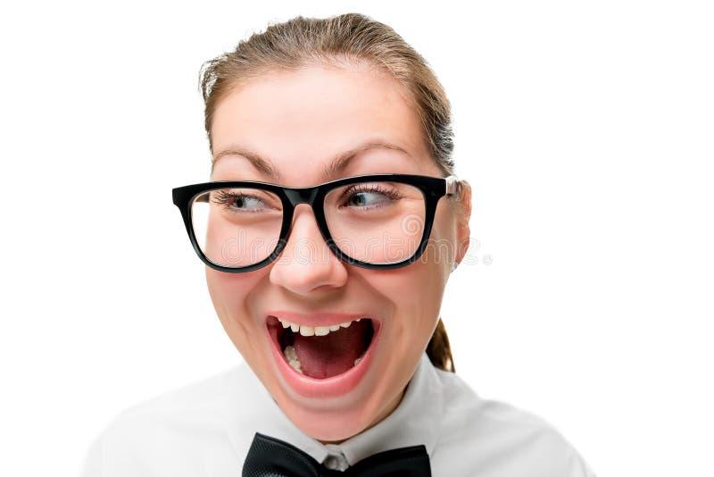 Женщина в стеклах моды кричащих стоковое изображение