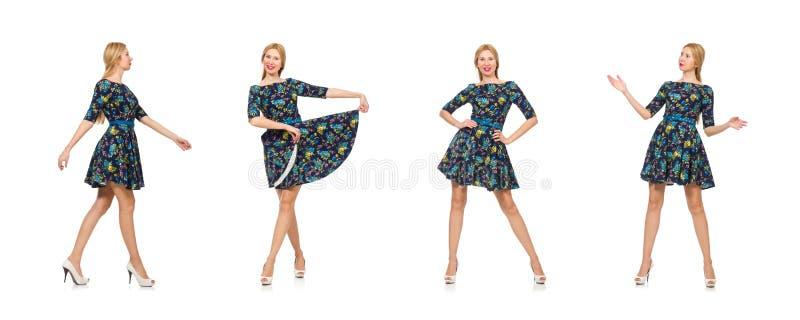 Женщина в темно-синем флористическом платье изолированном на белизне стоковые изображения rf